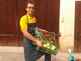 Christoph mit Gemüsekiste